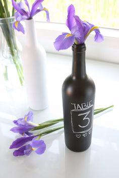 DIY: des idées déco pour recycler vos bouteilles de vin Peinture tableau noir et écriture à la craie