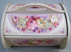 Sachi Kondo CDA – Shabby Pink Sewing Box – P-OD-003  Semi Finalist for the 2013 Pampered Palette Juried Exhibition  decorativepainters.org  Learn to paint with us! With our step by step pattern based designs, anyone can become a Master Decorative Artist.