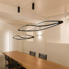 The structure of the In The Wind horizontal pendant light by Nemo was created via torsion and misalignment of each individual element. This piece allows for 360° warm, widespread light emission. #nemo #white #black #grey #gold #pendant Suspension Cable, Torsion Bar Suspension, Ok Design, Pendant Light Fitting, Swag Light, Light Led, Classic Lighting, Unique Lamps, Architecture