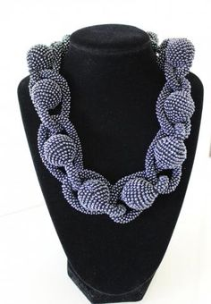 crochet necklace 'Cuscinetto' by Linn25 @ biser.info (more than one way to wear it)