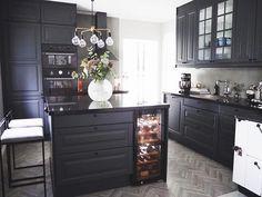 Susan Törnqvist – Interior By Susan Kitchen Dining, Kitchen Decor, Kitchen Cabinets, Interior Design Living Room, Living Room Decor, Kitchen Table Makeover, Sweet Home, Genius Loci, Home Decor