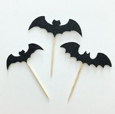 Planning a Halloween party and need the perfect touch to add to your yummy dishes? 1 set includes 12 one-sided bat cupcake toppers. These are made with black glitter cardstock (white on the backside). If you prefer different colors please specify in the notes! :: Custom request are always welcomed :: Please feel free to convo me if you have any questions or need to request a different amount, size or color. ♡ LIGHTNING FAST TURNAROUND ♡ Yes! We can accommodate your event date! Please let…