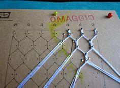 """Il punto esagonale               Sempre seguendo il disegno de """"il giardino dei punti"""" affrontiamo ora la rete esagonale. Come si vede la ..."""