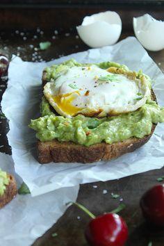 Skinny Fried Egg and Avo Toast - Perfect breakfast! YUM!!!