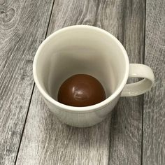 How To Make The 'Hot Cocoa Bombs' Everyone Is Talking About Chocolate Bomb, Mexican Hot Chocolate, Hot Chocolate Bars, Delicious Chocolate, Chocolate Recipes, Christmas Desserts, Christmas Treats, Christmas Foods, Holiday Treats