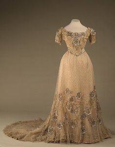 Evening dress of Empress Alexandra Feodorovna, From the State Hermitage…, - Edwardian Fashion Vintage Outfits, Vintage Gowns, Vintage Mode, Vintage Clothing, Vintage Ladies, Edwardian Fashion, Vintage Fashion, Edwardian Era, Edwardian Dress