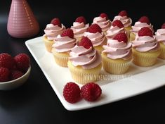 Brownie Cupcakes, Mini Cakes, Baked Goods, Tea Party, Raspberry, Cheesecake, Muffin, Food And Drink, Christmas Decorations