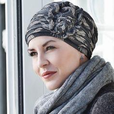 59 € - Le bonnet chimio bambou Plume offre un confort et une douceur pour se sentir belle : un bonnet en bambou qui assure un maintien parfait après une chute de cheveux