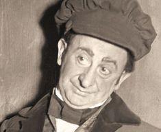 Birlic, pe numele real Grigore Vasiliu, şi-a încercat norocul de şapte ori la Conservator până a fost admis. În mod ironic, tocmai defectul din cauza căruia a fost respins la Conservator a devenit marca sa şi l-a ajutat mai târziu să cunoască celebritatea. Birlic este un nume sinonim cu teatrul românesc de comedie. Grigore Vasiliu-Birlic, actorul mărunt cu o figură desprinsă parcă dintr-o caricatură a fost considerat Louis de Funes sau Charlie Chaplin al românilor. Deşi toţi sorţi i-au fost… Socialist State, Socialism, Charlie Chaplin, Romanian People, Warsaw Pact, Central And Eastern Europe, Soviet Union, New Iphone, Brand New