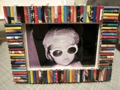 A recycled-magazine frame makes a great gift for Valentine's day. Photo: Dinah Wulf
