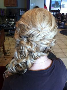 blonde side swept wedding hair