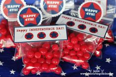 Free printable 4th of July treat tags and cupcake toppers from @The Crafting Chicks