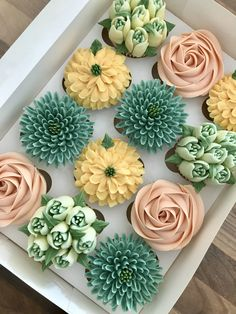 Elegant Cupcakes, Fancy Cupcakes, Floral Cupcakes, Beautiful Cupcakes, Cupcake Bouquets, Cupcake Decorating Tips, Cake Decorating Frosting, Cake Decorating Techniques, Cute Desserts