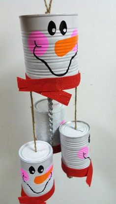 25 Cool Snowman Crafts for Christmas 2017 Snowman windchime recycle cans. Add charm to any Christmas tree or gift box, and make charming and thoughtful holiday presents for friends and family members. Snowman Christmas Decorations, Snowman Crafts, Christmas Snowman, Winter Christmas, Christmas Holidays, Christmas Gifts, Christmas 2017, Winter Holidays, Snowman Wreath