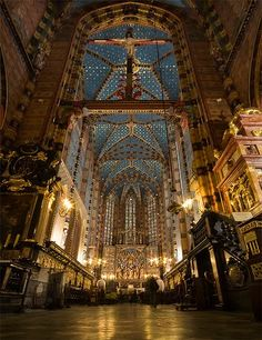 Mariacki Church. Krakow, Poland.   I am in awe, so beautiful. it is even better in person.