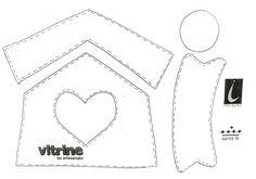 1.Transfira os moldes para a cartolina ou acetato <br>2.Passe a termolina no tecido que será usado para o telhado da casinha de deixe secar<br>3.Alfinete os moldes nos feltros e nos tecidos conforme pedido no molde<br>4.Recorte todas as peças sem margem de costura Usaremos o ponto quilt ou alinhavo ( - - - - - - -)em toda peça.<br>5.Comece costurando o teto da casa. Iniciando pelo alto. E para isso dê um nó na ponta da linha e dê o primeiro ponto entre os dois tecidos...