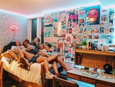 61 gorgeous dorm rooms decor that will inspire some big ideas 7 - Bedroom inspo - Dorm Room Cute Dorm Rooms, College Dorm Rooms, Dream Rooms, Dream Bedroom, My New Room, My Room, Foto Best Friend, Photowall Ideas, Dorm Ideas