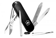 Victorinox Swiss Army Classic SD Pocket Knife, Red - - From the renowned company that created the Swiss Army Knife a century ago comes the Swiss Army Classic pocketknife, a compact set Victorinox Knives, Victorinox Swiss Army Knife, Swiss Army Pocket Knife, Best Pocket Knife, Pocket Knives, Victorinox Classic, Best Garden Tools, Gardening Tools, Organic Gardening
