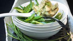 Hühnchen in herrlich scharfem Curry mariniert! : Grünes Curry auf thailändische Art mit Hähnchen | http://eatsmarter.de/rezepte/gruenes-curry-auf-thailaendische-art-mit-haehnchen