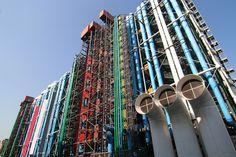Le Centre Georges-Pompidou est un immeuble bien connu de la ville parisienne, situé entre le quartier des Halles et le Marais. Couvrant les plus importantes collections d'art moderne et contemporain au monde, il est la troisième institution la plus visitée de France.