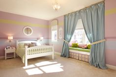 bright and colorful kids bedroom by #olamarinteriors