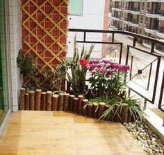 Cute- lift floor with wood lam/river rocks/garden hub small apartment balcony