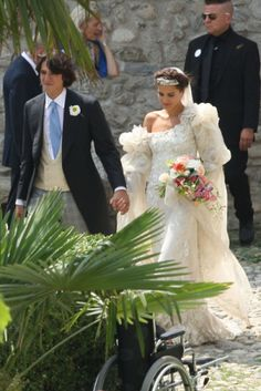 Newlyweds: Margherita, who is the eldest granddaughter of the Missoni fashion label's founders, married Eugenio Amos in June in the small town of Brunello, Italy Gipsy Wedding, Chic Wedding, Wedding Styles, Wedding Gowns, Dream Wedding, Lace Wedding, Missoni, Vogue Wedding, Gypsy Style