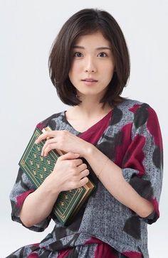 2017/5/27:Twitter:. @ketchup_pic :モデル:松岡茉優 これは確かおまゆが表紙だった時のYAKUZEMI+さんのショットかな…? どうやらこの写真家さんの作品だそうで☺️ 高画質ありがとうございます✨  .  tomoya_sugoさんの写真 instagram.com/p/BUlOhnIFfRv/