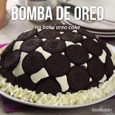Esta deliciosa bomba de oreo será el postre más popular en tu casa o reuniones. Baking Recipes, Cake Recipes, Dessert Recipes, Frosting Recipes, Oreo Dessert, Milka Oreo, Delicious Desserts, Yummy Food, Delicious Chocolate