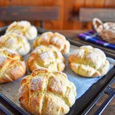 【30分でできる魔法のパン】サクサク メロンパン Pretzel Croissant Recipe, Cooking Bread, Bread Baking, Crepe Pan, Sweet Cooking, Easy Cooking, Flour Recipes, Bread Recipes, Cake Recipes