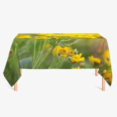 Tafelkleed Bloemenveld   Fleur je keuken op met dit weerbestendige tafelkleed bestaande uit geweven linnen met PVC.   #tafelkleed #keukentextiel #keuken #kleed #pvc #print #opdruk #tafel #weerbestendig #bloemen #bloem #natuur
