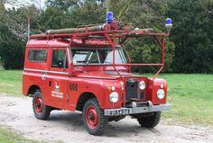 De brandweer auto van 1990 . Staat nu in een museum