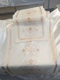 Hardanger Embroidery, Learn Embroidery, Hand Embroidery, Labor, Bargello, Tatting, Needlework, Diy And Crafts, Weaving