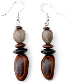 Boucles d'oreille en graines Réalisable avec les perles graines nature de chez Perles & Co sur http://www.perlesandco.com/Bois_et_nature_Graines-c-2626_254_1923.html
