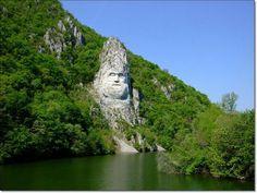 la estatua del rey Decebal, la frontera de Rumanía y Serbia