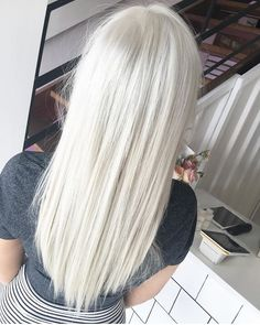 WHITE BLONDE uses for the perfect platinum Platinum Blonde Hair blonde perfect Platinum wellaproanz White White Blonde Hair, Blonde Hair Looks, Blonde Color, Icy Blonde, Light Blonde, Blonde Grise, Beautiful Hair Color, Platinum Blonde Hair, Great Hair