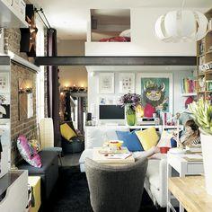 """""""Mon #appartement parisien est un petit nid, chaud et #joyeux. Ici, c'est moi qui fais les règles."""" Venez visiter le petit appartement de @eleonorebridge : http://www.ikeafamilylivemagazine.com/fr/fr/article/40904 #IKEA #IKEAFamily #déco #décoration #intérieur #inspiration #cocoon #salon"""