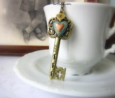 Skeleton Key necklace Personalized Antique heart key necklace Pendant Bronze Vintage Inspired Locket key pendant