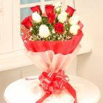 Order Stunning Beauty Flower online from FlowerAura.This flower gift has 12 Red & White Roses. Stunning Beauty can be delivered across India same day & midnight. Home Flowers, Send Flowers, Bunch Of Flowers, Heart Shaped Chocolate, Online Flower Delivery, Same Day Flower Delivery, Cadbury Celebrations, Gem Cake