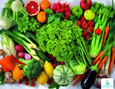 Aumentar el consumo de alimentos crudos previene diversas enfermedades, mejora los síntomas de varios trastornos digestivos, ayuda a retrasar el envejecimiento y aporta vitalidad. Esto se debe en gran medida a la densidad nutritiva de los alimentos que se comen, ya que son ricos en nutrientes reguladores y antioxidantes, y a que los alimentos crudos contienen enzimas que ayudan a mejorar mucho las digestiones y, con ello, se optimiza el aprovechamiento de los nutrientes de los alimentos.