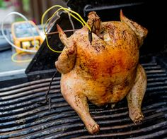 beer can chicken Can Chicken Recipes, Ways To Cook Chicken, Beer Can Chicken, Canned Chicken, Roast Chicken, Real Food Recipes, Yummy Food, Barbecue Recipes, Grilling Recipes