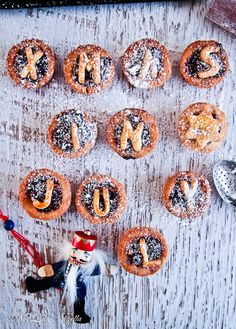 The Best Ever Chocolate Fruit Mince Tarts & Win a Woolworths Gold Goodie Box! Fruit Mince Pies, Mini Tartlets, Tart Shells, Savory Tart, Beef Burgers, Food Themes, Cakes And More, Christmas Baking, Melting Chocolate