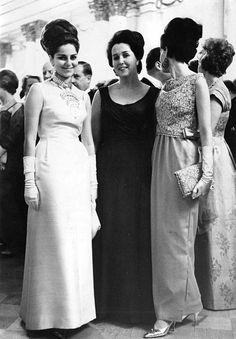 Fashion Over, New Fashion, Fashion Outfits, Fashion Tips, 1960s Fashion, Vintage Fashion, Good Old Times, Bridesmaid Dresses, Wedding Dresses