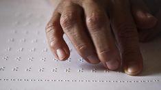 Mais de 350 manuais escolares foram adaptados a braille este ano letivo. Existem 56 alunos cegos que frequentam escolas públicas e privadas em Portugal. http://observador.pt/2018/01/04/mais-de-350-manuais-escolares-foram-adaptados-a-braille-neste-ano-letivo/