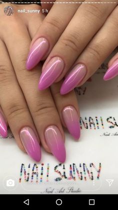 On average, the finger nails grow from 3 to millimeters per month. If it is difficult to change their growth rate, however, it is possible to cheat on their appearance and length through false nails. Fabulous Nails, Gorgeous Nails, Love Nails, Pretty Nails, Almond Shape Nails, Almond Nails, Classy Nails, Stylish Nails, Nagellack Design