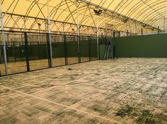 Terminando de instalar las mallas electrosoldadas en un Club de Padel de Madrid.
