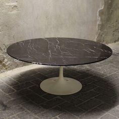 Coffee table from the fifties by Eero Saarinen for Knoll International Florence Knoll, Eero Saarinen, Danish Design, Vintage Designs, Home Furniture, Dining Table, Coffee, Contemporary Furniture, Desks