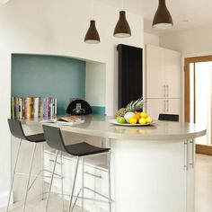 A kitchen island extending from an alcove creates the perfect place for a breakfast bar. The black bar stools and radiator help to increase the punchy nature of the slpashback. Kitchen units Hove Kitchens Splashback Love Glass Worktop Bushboard Read more at http://www.housetohome.co.uk/kitchen/picture/modern-kitchen-breakfast-bar#v0gpumBY1ruKRLHG.99