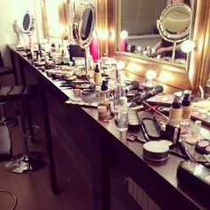 ♀ Make-up ♀ A lot ♀ table ♀ artist ♀ mirror ♀ K Beauty, Beauty Room, Beauty Care, Beauty Makeup, The Beauty Department, Glam Room, Makeup Obsession, Makeup Essentials, Makeup Organization