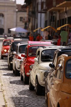 "Line of lovely ""real"" Fiat 500's. They are so much better than new ones! #car"